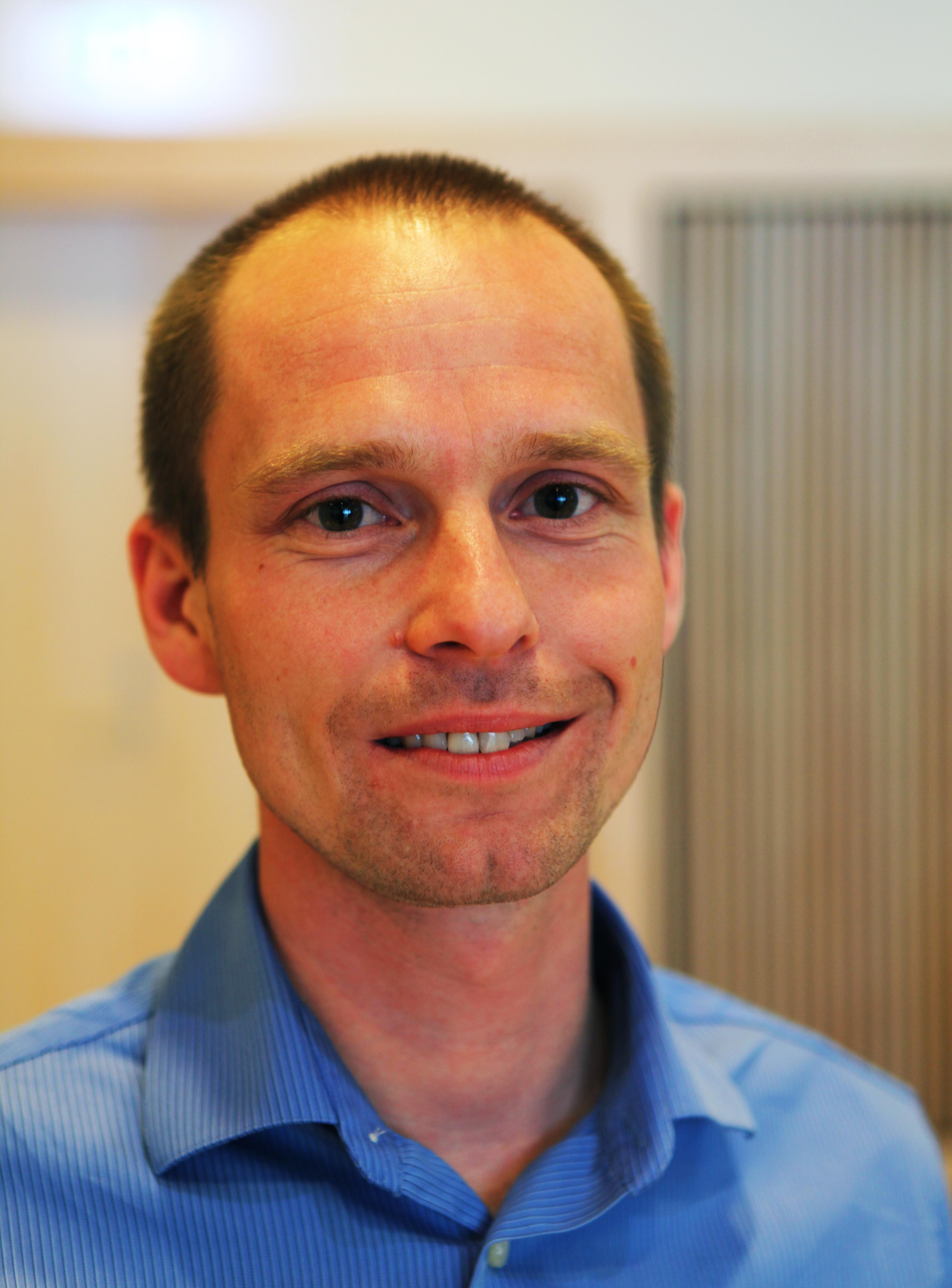 Kristoffer Lundbak Eriksen, Dong