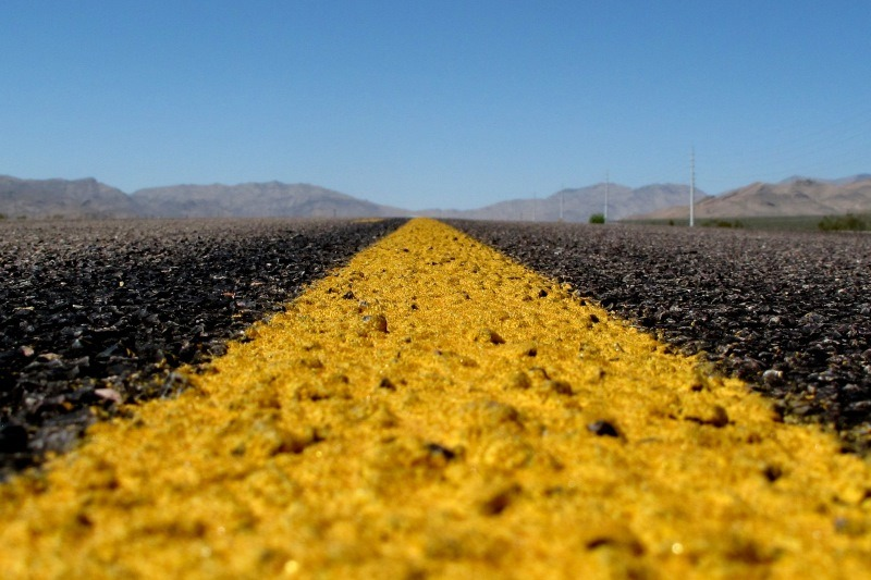 Lead sulphochromate yellow road paint